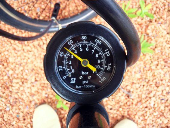 空気圧メーター