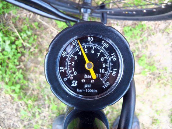 空気圧メーター:65PSI