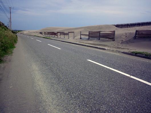 浜からの砂が・・・