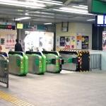 夜の駅構内(JR常磐線北小金駅)(PhoroAC)