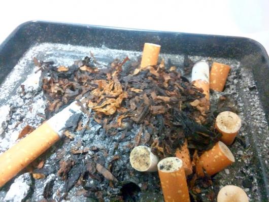 たばこの灰