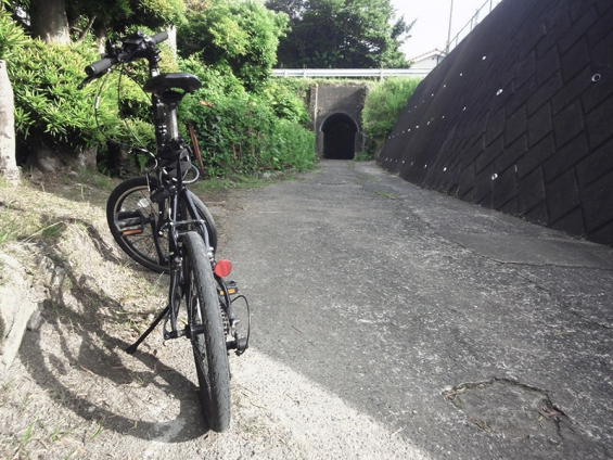 シルヴァF6Fとトンネル入口