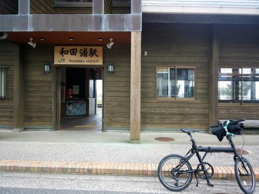 シルヴァF6FとJR和田浦駅