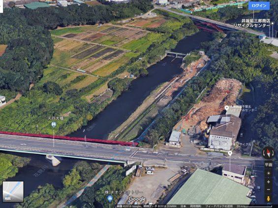 花見川サイクリングコース 天戸大橋(手前)、花見川大橋(奥)付近 (Google Earth)