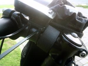 ポタバイク ステムサイドポーチ 取り付け01 ステム部分の取り付け