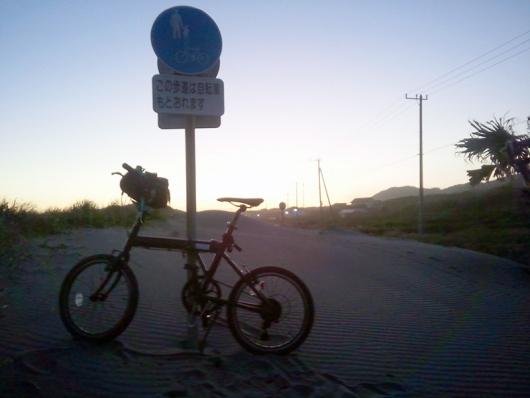 シルヴァF6F 砂に埋もれた交通標識(02)