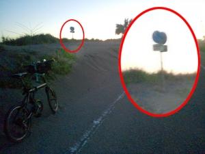 シルヴァF6F シルヴァF6F 砂に埋もれた交通標識(01)砂に埋もれた交通標識