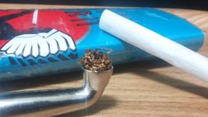 煙管(キセル)で吸うアメスピ・ターコイズ