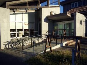 七浦横町、バイクラックあり