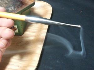 キャメル・ライトを煙管(キセル)で吸ったときの吸い口の煙