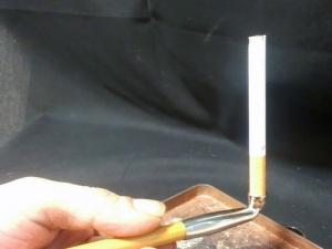 煙管(キセル)で吸うチェ・レッド、1本丸ごとバージョン