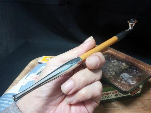 煙管(キセル)で吸う小粋