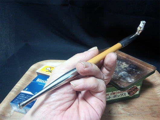 煙管(キセル)で吸うウィンストン・コンパクトブルー