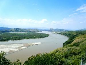 ピタリトを流れる河の風景(2)(コロンビア写真素材)