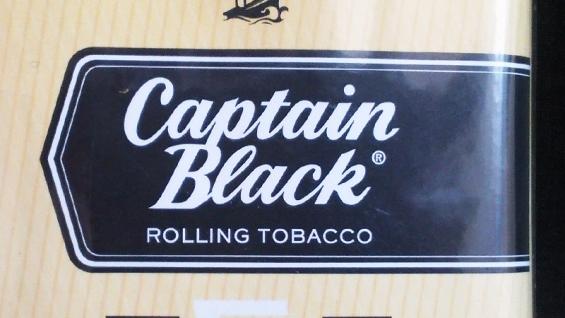 キャプテンブラック・バニラ:パウチのロゴデザイン