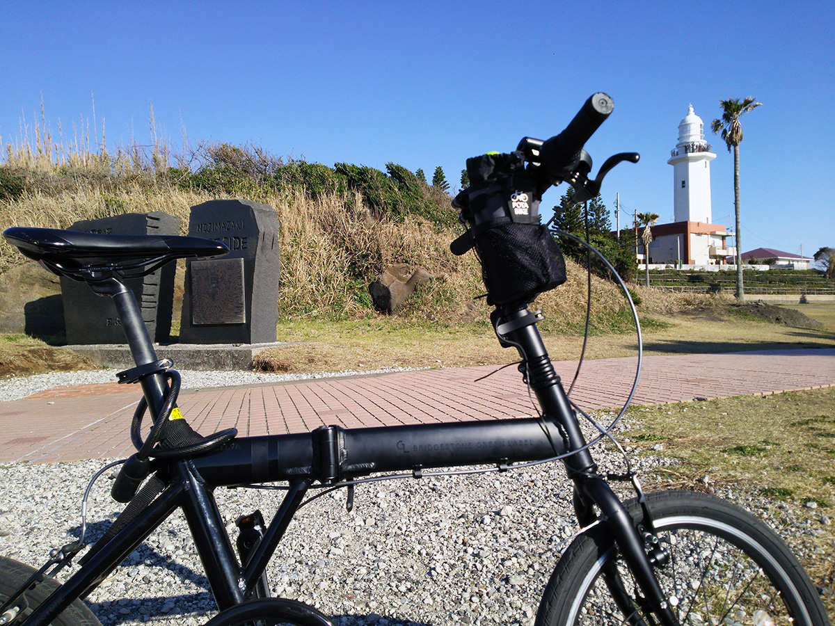 シルヴァF6Fと野島崎灯台