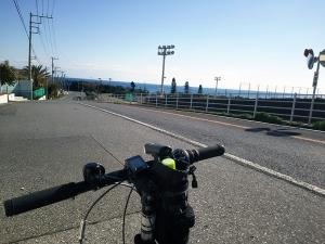 海に向かう道